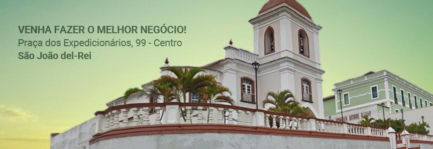 Em frente à Igreja de São Gonçalo
